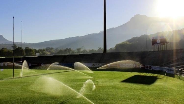 Tappeti Per Bambini Campo Da Calcio : Come gestire lacqua e lirrigazione dei campi sportivi in estate